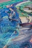 Nätverk som är klara att stiga ombord de medelhavs- fiskebåtarna, Spanien Arkivbilder