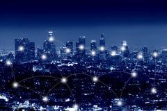 Nätverks- och anslutningsteknologibegrepp av staden av Los Angeles arkivbilder