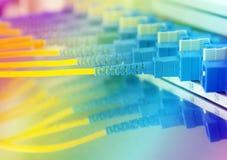 nätverkskablar och serveror Royaltyfri Bild