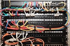 Nätverkspanel, strömbrytare och kabel fotografering för bildbyråer