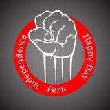 Näve i röd cirkel med lycklig självständighetsdagen för inskrift av Peru Royaltyfri Foto