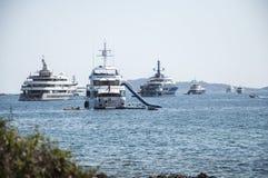 Någon maxi yacht på ankaret Fotografering för Bildbyråer