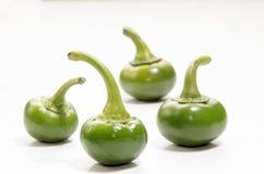 Någon ny organisk grön körsbärsröd peppar Arkivfoton