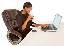 någon som texting till kvinnan Arkivfoto