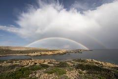 Någonstans över den dubbla regnbågen royaltyfri foto