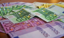 Några eurosedlar Arkivfoton
