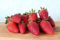 Några nya jordgubbar Royaltyfria Bilder