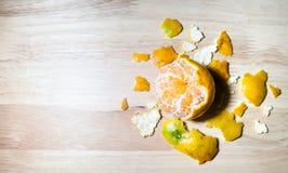 Några skalade en apelsinskal Arkivbild