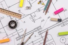 Några tekniska tecknings- och arbetshjälpmedel Arkivbilder