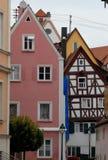 Några typiska hus i staden av Nordlingen i Tyskland fotografering för bildbyråer