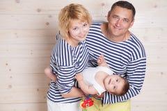 Néanmoins parents avec le petit enfant photo stock
