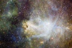 Nébuleuses et beaucoup d'étoiles dans l'espace extra-atmosphérique Éléments de cette image meublés par la NASA illustration stock