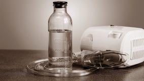 Nébuliseur médical pour le traitement de la bronchite Agains d'appareil-photo image stock
