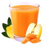 Néctar de la zanahoria y de la manzana del limón aisladas en el fondo blanco Foto de archivo