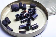 Négatifs d'archives de film dans une boîte ronde en métal Images libres de droits
