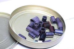 Négatifs d'archives de film dans une boîte ronde en métal Photographie stock libre de droits