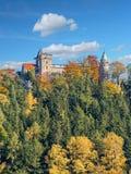 Néo- château gothique de Lesna Skala dans Szczytna images libres de droits