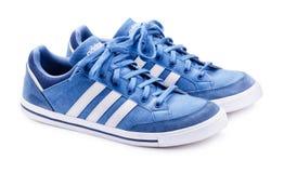Néo- espadrilles bleues d'Adidas pour le fonctionnement Image libre de droits