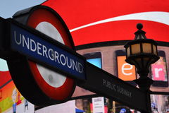 Néon subterrâneo de Piccadilly do sinal Imagens de Stock