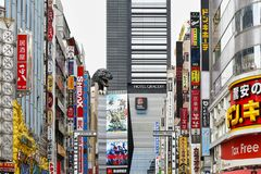 Néons dans les rues de Tokyo images libres de droits
