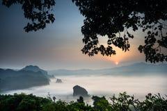 Névoa da manhã em Phu Lang Ka Fotografia de Stock Royalty Free