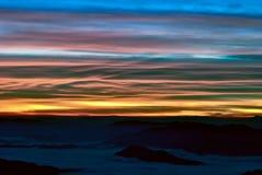 Névoa e montanha do mar Fotografia de Stock Royalty Free