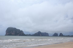 A névoa e a névoa após a chuva no mar encalham Foto de Stock Royalty Free