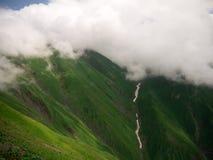 névoa e nuvem na montanha imagem de stock royalty free
