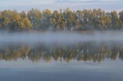 Névoa e reflexão na manhã imagens de stock royalty free