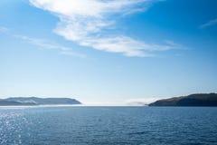 Névoa em águas azuis do Lago Baikal imagem de stock royalty free