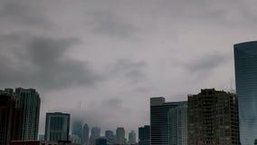 Névoa em Chicago, EUA Arquitetura da cidade do centro com marco Lapso de tempo do tempo vídeos de arquivo