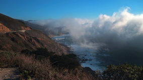 Névoa litoral grossa em Big Sur filme