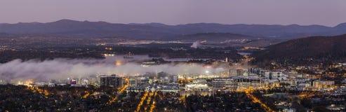 Névoa na cidade de Canberra Foto de Stock Royalty Free