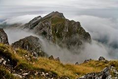 Névoa na montanha Foto de Stock