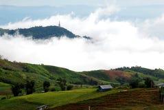 Névoa na montanha em Tailândia Fotos de Stock Royalty Free