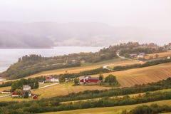 Névoa no fiorde de Trondheim Fotos de Stock