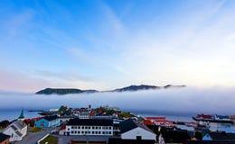 Névoa no fjord foto de stock royalty free