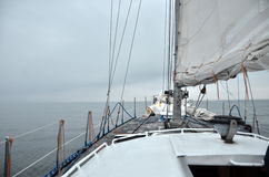 Névoa no horizonte sobre o mar Fotos de Stock Royalty Free