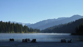 Névoa no lago Fotografia de Stock