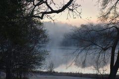 Névoa no lago Winnsboro em Texas do leste imagens de stock royalty free