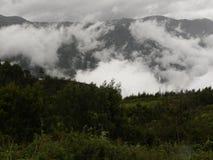 A névoa, névoa, nuvens cobriu montes de Palani de ghats ocidentais Foto de Stock Royalty Free