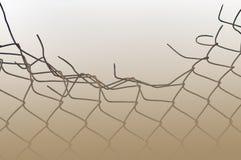 Névoa oxidada esmagada envelhecida do sepia da cerca de segurança do fio imagens de stock royalty free