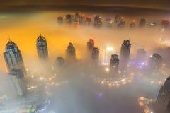 Névoa rara da manhã do inverno em Dubai, UAE Fotografia de Stock Royalty Free
