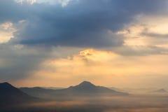 Névoa sobre as montanhas Foto de Stock Royalty Free