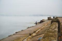 A névoa sobre o rio Imagem de Stock