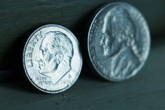 Níquel e moeda de dez centavos Fotografia de Stock Royalty Free