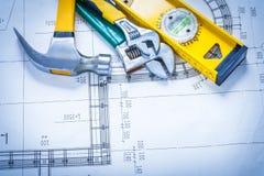 Nível da construção das chaves inglesas ajustáveis de martelo de garra Imagem de Stock