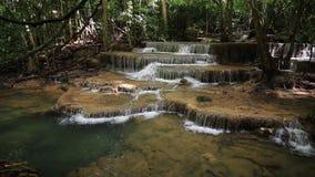 Nível 6 de cachoeira de Huay Mae Kamin video estoque