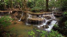 Nível 6 de cachoeira de Huay Mae Kamin filme