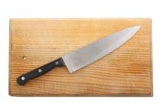 Nóż na rozcięcie starej drewnianej desce Obrazy Royalty Free